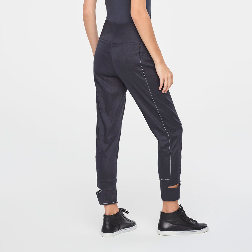 Sarah Pacini CROPPED LINEN PANTS WITH CUT-OUTCUFFS Back view