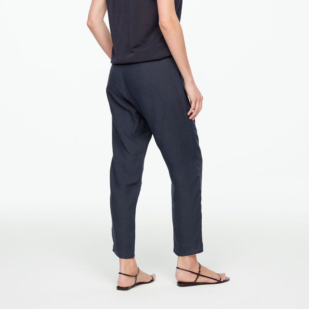 Sarah Pacini LINEN PANTS - TAPERED HEM Back view