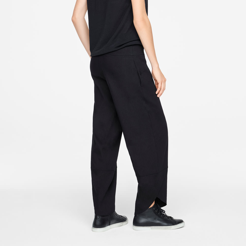 Sarah Pacini LINEN PANTS - SLANTED HEMS Back view