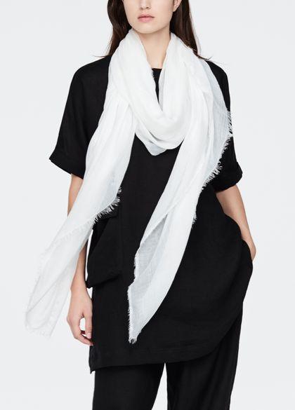 Sarah Pacini Modal sjaal